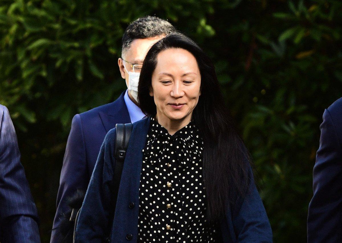 2021年9月24日,在加拿大溫哥華,華為財務總監孟晚舟離開溫哥華的家,參加她的引渡聽證會。(DON MACKINNON/AFP via Getty Images)