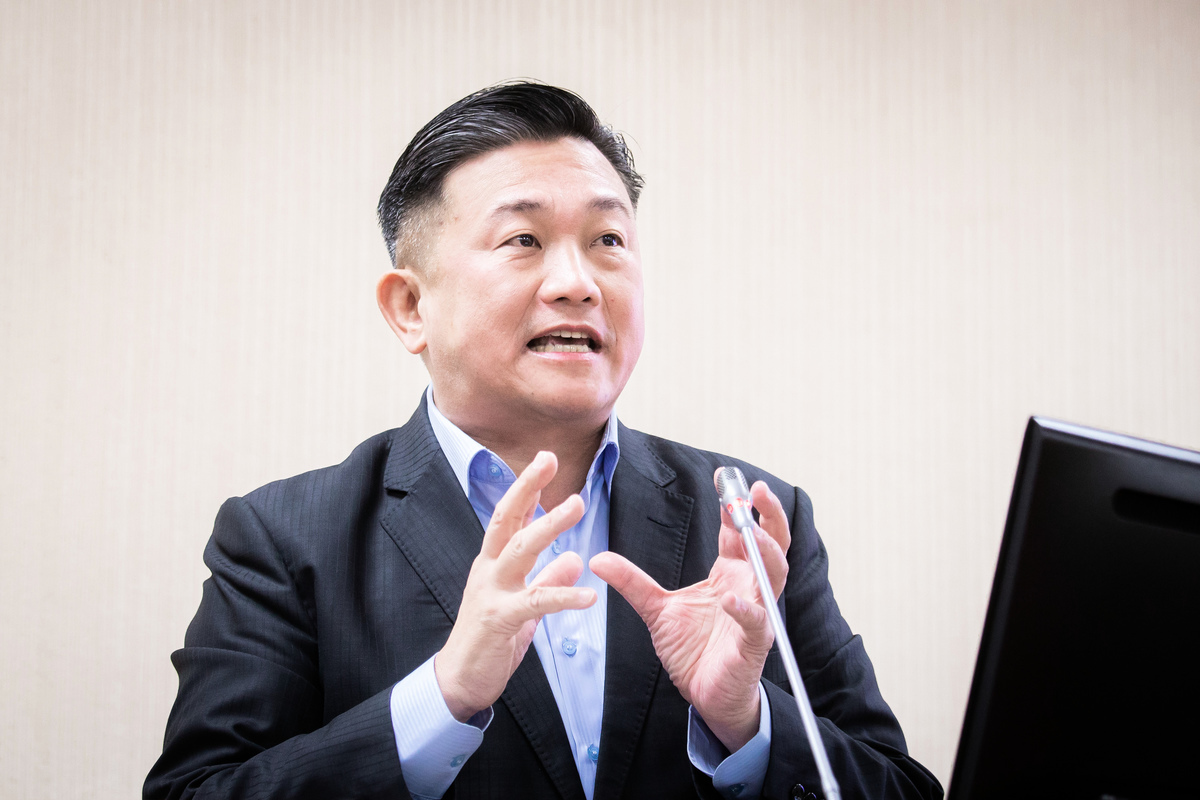 民進黨立委王定宇27日揭露,中共所設立的「台灣農民創業園」,偷竊台灣農業技術銷往國際市場,根本是在刨台灣農民的根。 (陳柏州/大紀元)