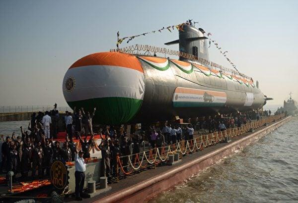 2018年1月31日,印度海軍的第三艘鮋魚級潛艇在孟買的造船廠舉行下水儀式。(Punit Paranjpe/AFP via Getty Images)
