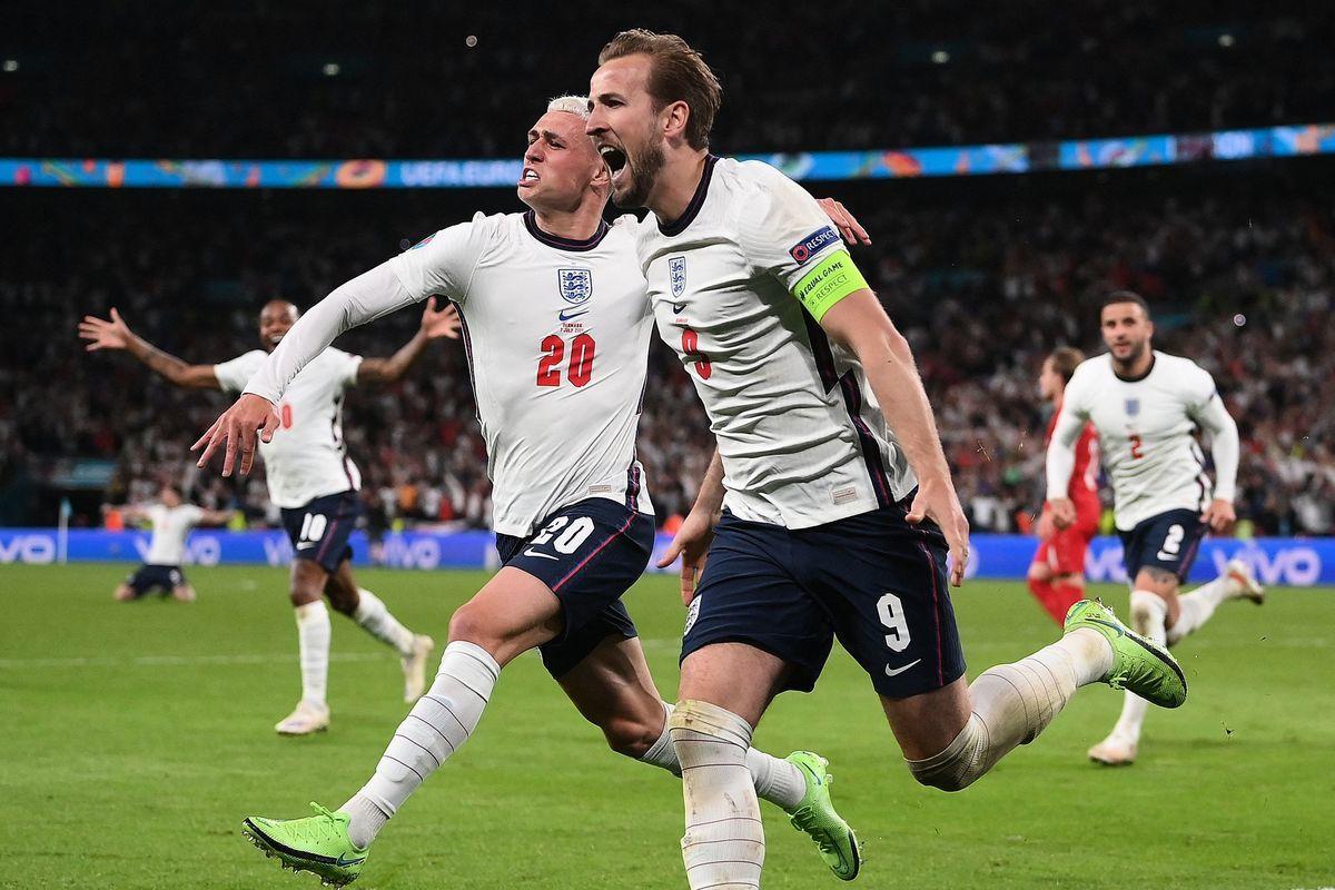 歐洲準決賽,英格蘭通過加時賽以2:1戰勝丹麥晉級。隊長凱恩為英格蘭打進了反超比分的入球。(LAURENCE GRIFFITHS/POOL/AFP via Getty Images)