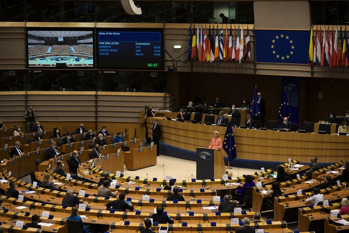國際特赦組織(Amnesty International)的一項新調查顯示,至少有三間歐洲科技公司向中共公安部等機關出售監控設備,呼籲歐盟應加強出口管制。圖為歐盟委員會主席馮德萊恩在歐洲議會進行演說。( Christian Ernhede/Getty Images)