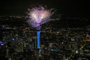 全球率先 紐西蘭用煙花秀迎來2021年