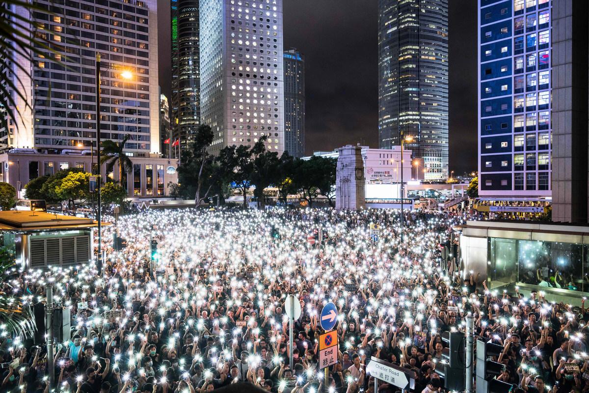 加拿大前駐華大使趙樸(Guy Saint-Jacques)說:「看起來中國(中共政府)正在將其《公民法》應用於香港,並迫使人們宣佈自己是誰。」。圖為香港和平抗議民眾。(Photo by Billy H.C. Kwok/Getty Images)