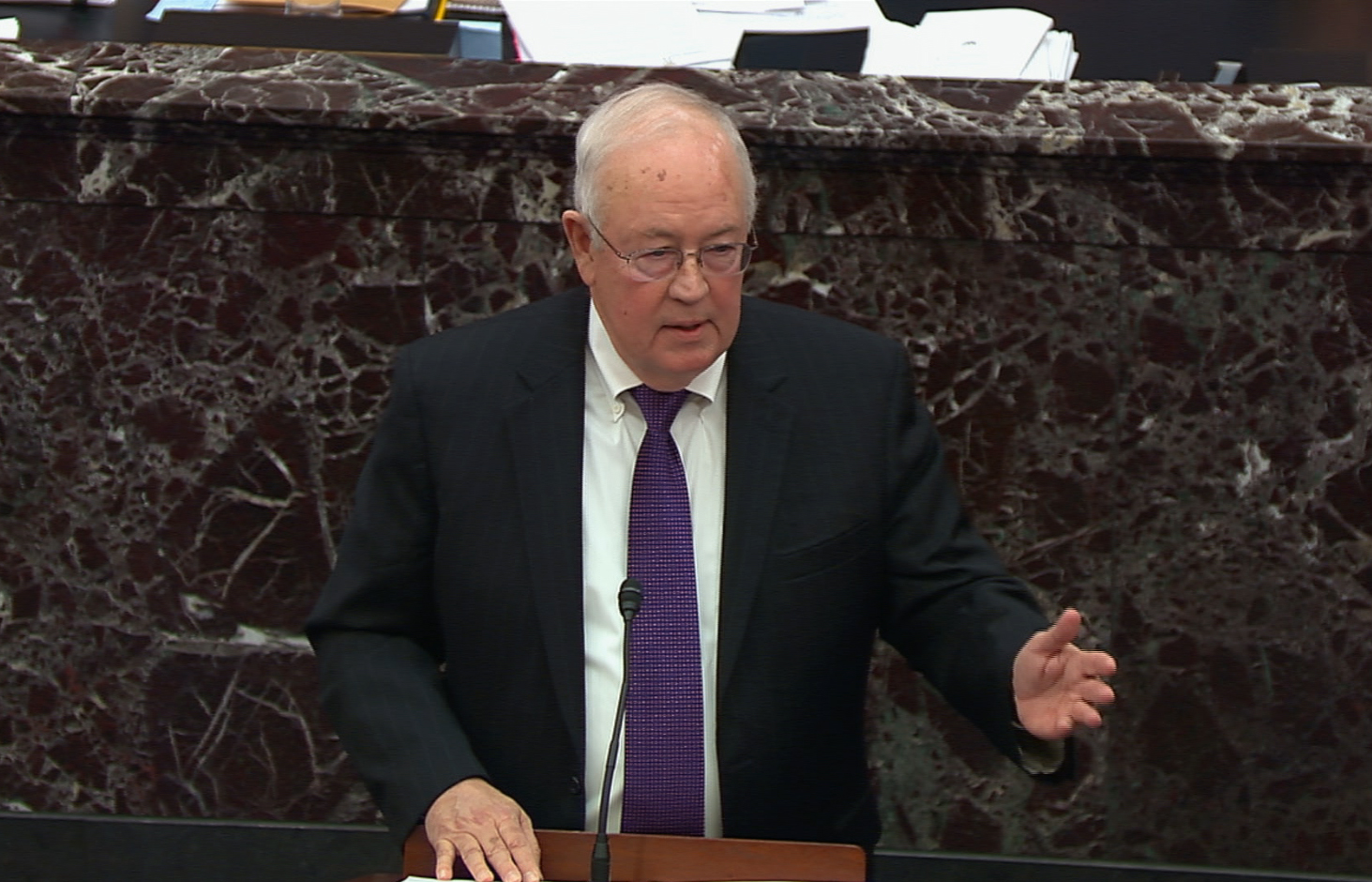 下周,美國參議院將展開對前總統特朗普的彈劾審判,美國前特別檢察官肯·斯塔爾(Ken Starr)表示,參議院無權對一名前總統進行彈劾案審判。(HO/US Senate TV/AFP)