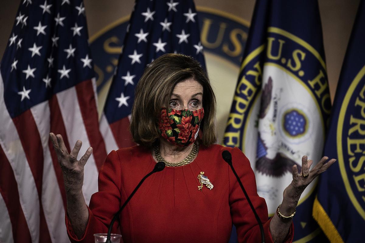 美國國會眾議長、民主黨人南希·佩洛西(Nancy Pelosi)2020年12月22日表示,贊同總統特朗普的提議,給每個美國人直接發2,000美元援助金。(Tasos Katopodis/Getty Images)