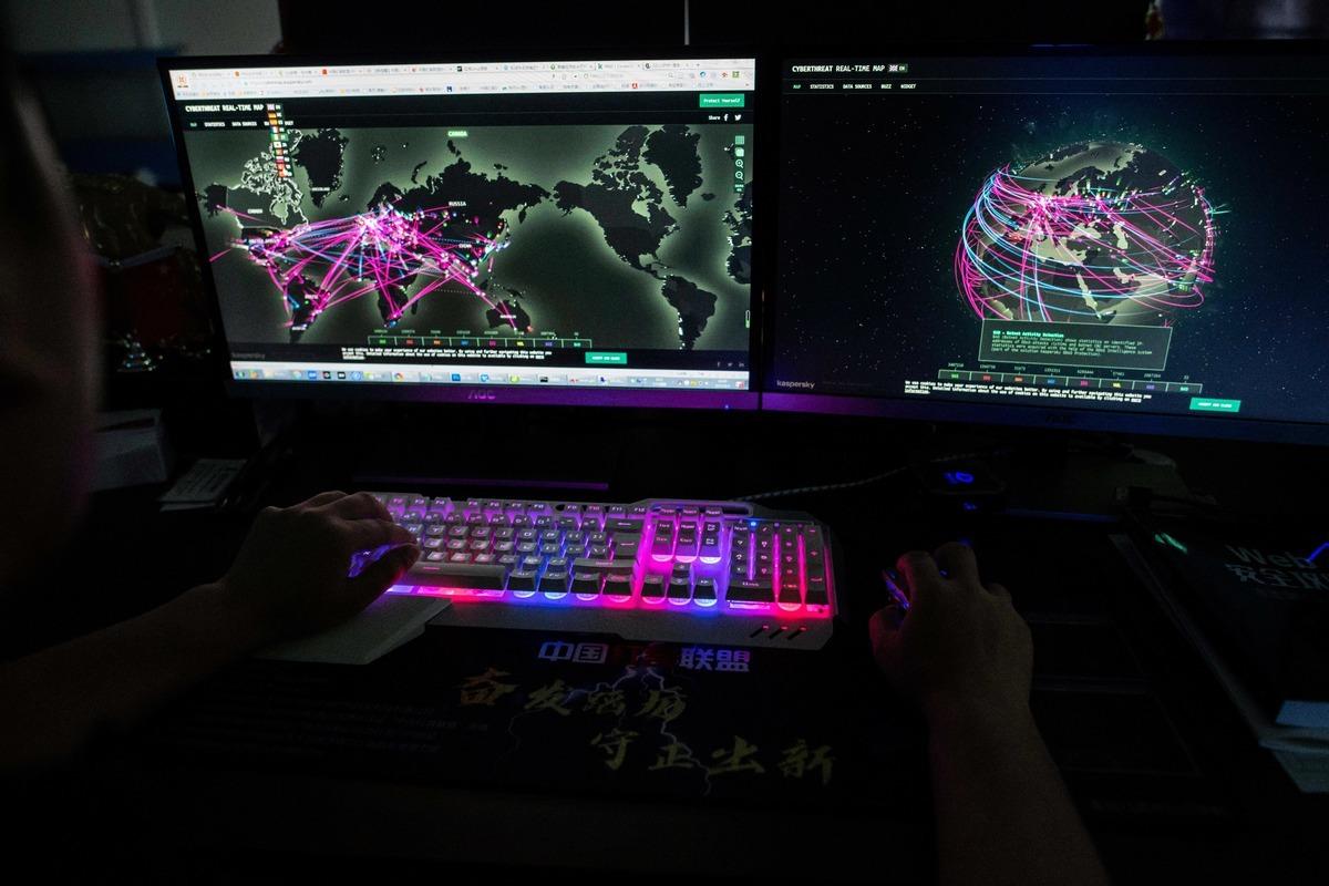 台灣、美國和英國,是全球遭遇最大模規外國網軍攻擊、干預選舉的3大受害者。圖為示意。 (NICOLAS ASFOURI/AFP via Getty Images)