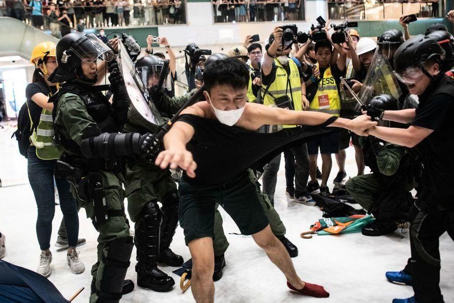 組圖:港警暴力清場場面血腥 數十人送醫
