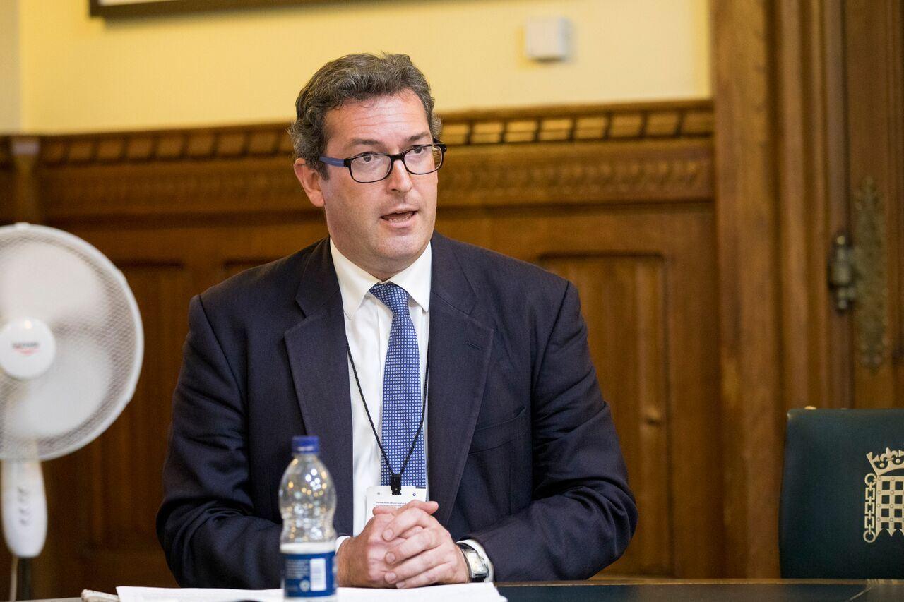 英國保守黨人權委員會副主席、《香港觀察》創始人羅傑斯譴責中共的迫害。(明慧網)