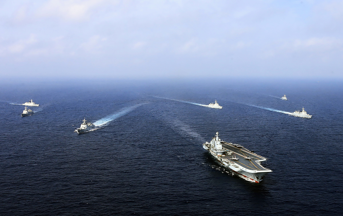 2018年4月,遼寧艦在東海演習。(AFP via Getty Images)