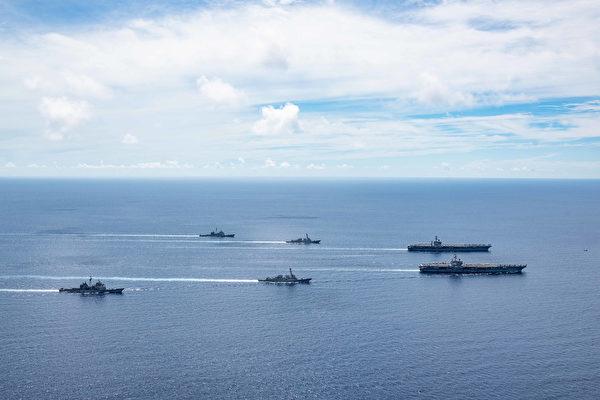 2020年7月17日,尼米茲號(CVN 68)和列根號(CVN 76)航母艦隊展示進出南中國海的大範圍快速機動後,再次匯聚南中國海演練。(美國印太司令部)