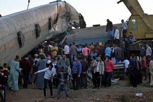 組圖:埃及兩列車相撞 造成至少32死165傷