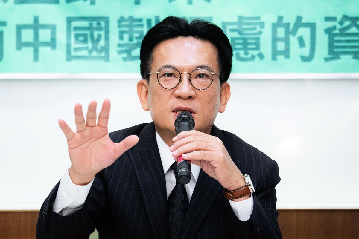 民進黨立委林俊憲表示,中共先禁止進口、後又鼓勵過來,當台灣人真那麼容易上當?他分析中共推行該項措施的動機,不是愚蠢就是惡毒。資料照。(陳柏州/大紀元)