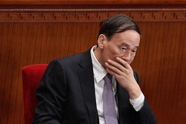 中共六中全會後,王岐山馬上對5省中紀委書記進行人事調整。自從王岐山主掌中紀委後,已有24省紀委書記被调换,其中「空降」京官12人全部來自中紀委系統。(Feng Li/Getty Images)