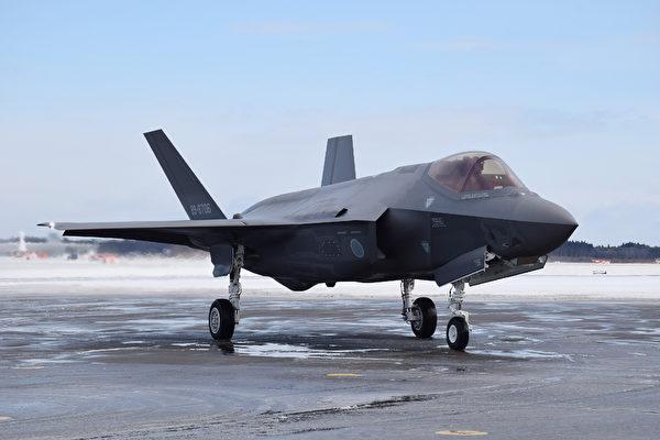 目前,美國正在與澳洲和日本在關島進行聯合演習,以應對中俄日益增強的威脅,這次演習首次部署F-35A聯合攻擊戰鬥機(見圖)。(JIJI1 PRESS/AFP via Getty Images)