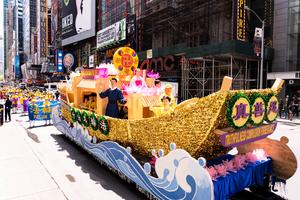 法輪功曼哈頓大遊行 大陸遊客華人震撼感佩