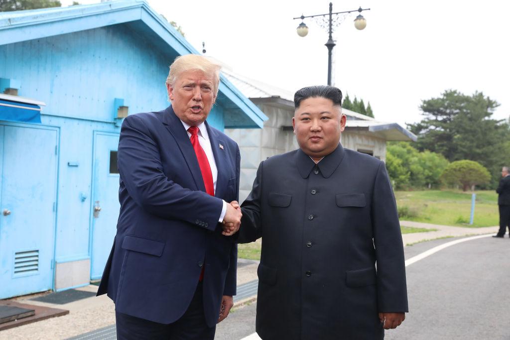 周日(6月30日)美國總統特朗普跟北韓領袖金正恩在板門店見面,成為歷史上第一位訪問北韓的美國在位總統。(Dong-A Ilbo via Getty Images/Getty Images)