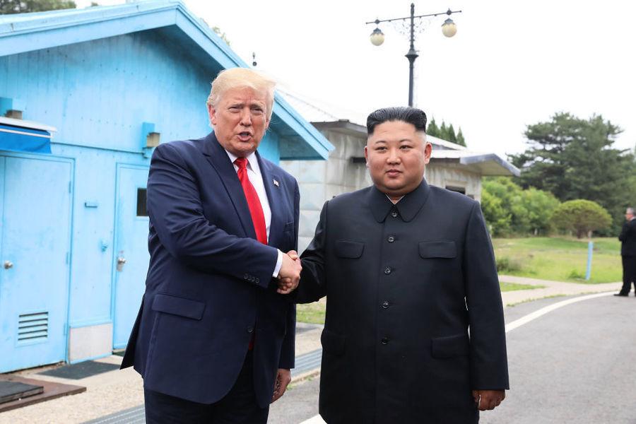 一條推特震驚世界 特朗普踏上北韓20步