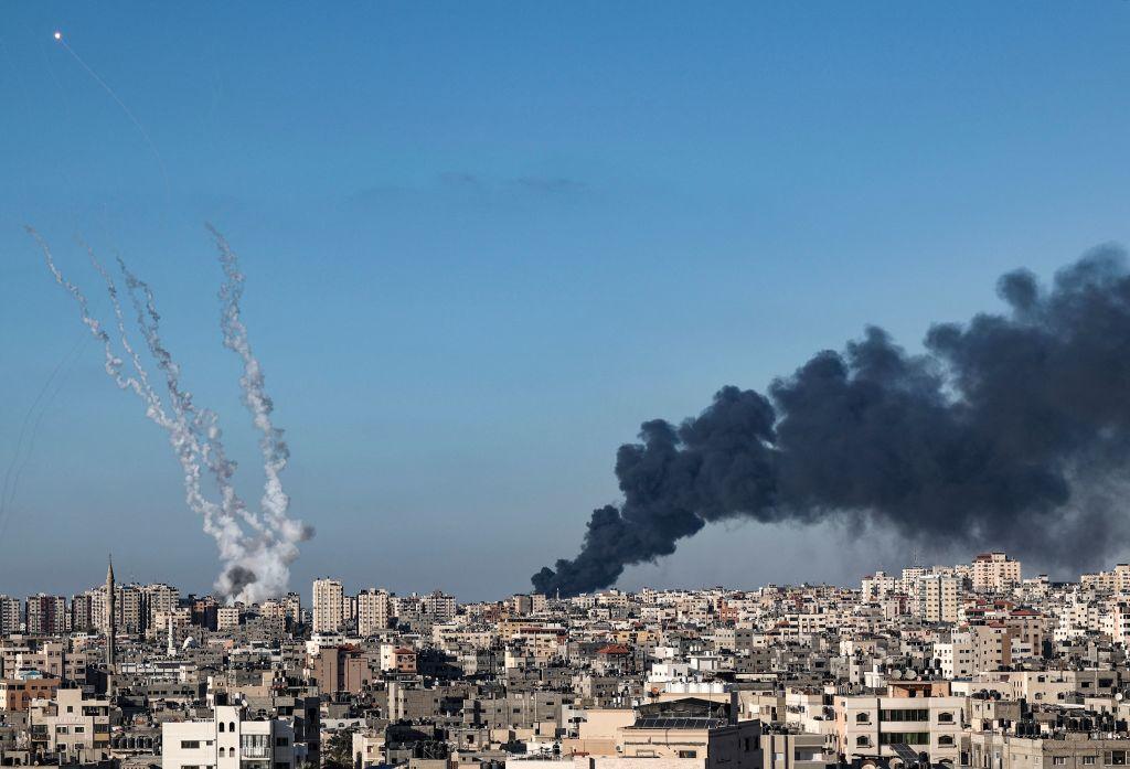 5月15日,以色列對加沙展開轟炸。(MAHMUD HAMS/AFP via Getty Images)