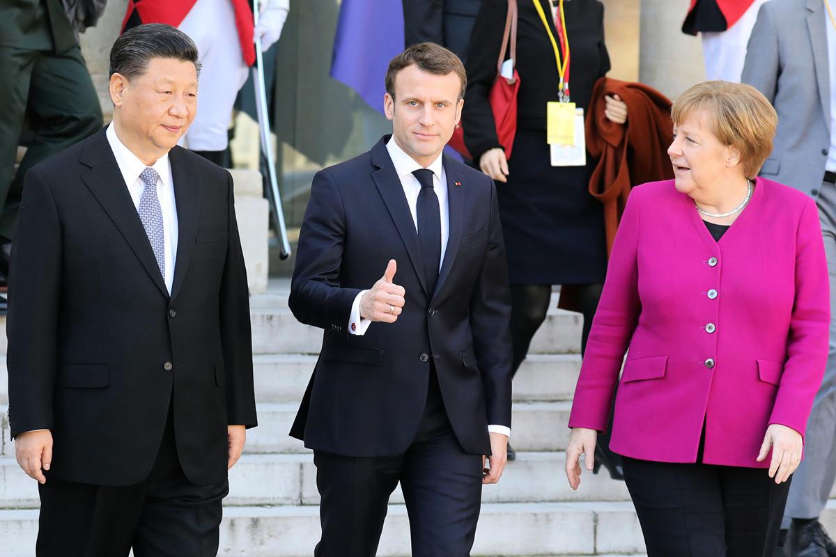 圖為2019年3月26日,中共主席習近平訪問法國,馬克龍同時邀請了德國總理默克爾和歐洲委員會主席榮克(Jean-Claude JUNCKER)在巴黎愛麗捨宮一起接見。(ludovic MARIN/AFP)