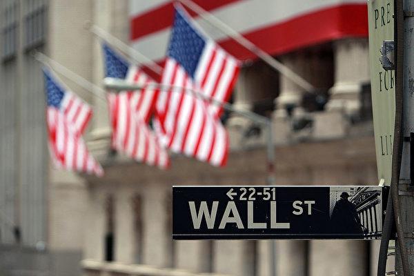 因股市近來非理性崩跌,特朗普總統3月11日在白宮召見華爾街多位高管,詢問他們的對策。(Spencer Platt/Getty Images)