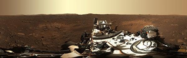 美國太空總署(NASA)的「毅力號」火星漫遊車已向地球送回大量圖片。2月24日,NASA發佈首個高清全景圖。(Handout/NASA/JPL-CALTECH/AFP)