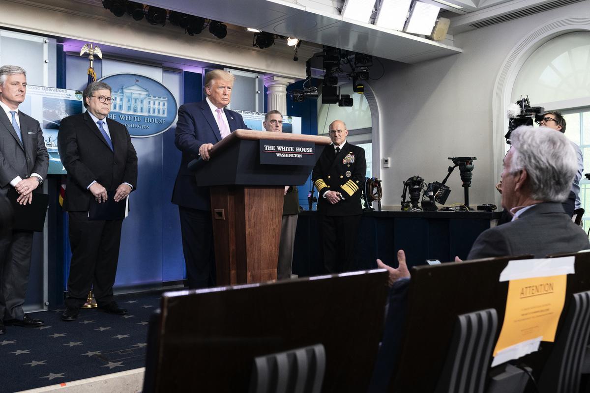 美國總統特朗普表示,他必須保護能源業不受油價衝擊,若有必要他會對進口原油課徵關稅。(白宮Flicker)