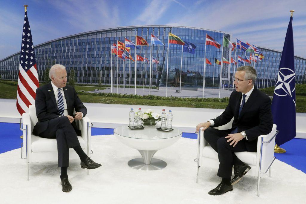 6月14日美國總統拜登與北約秘書長在布魯塞爾進行會談。(Photo by STEPHANIE LECOCQ/POOL/AFP via Getty Images)