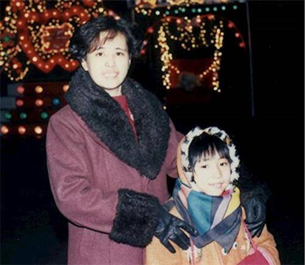 王楣泓和女兒于銘慧,拍攝於1999年法輪功遭受中共迫害之前。(明慧網)