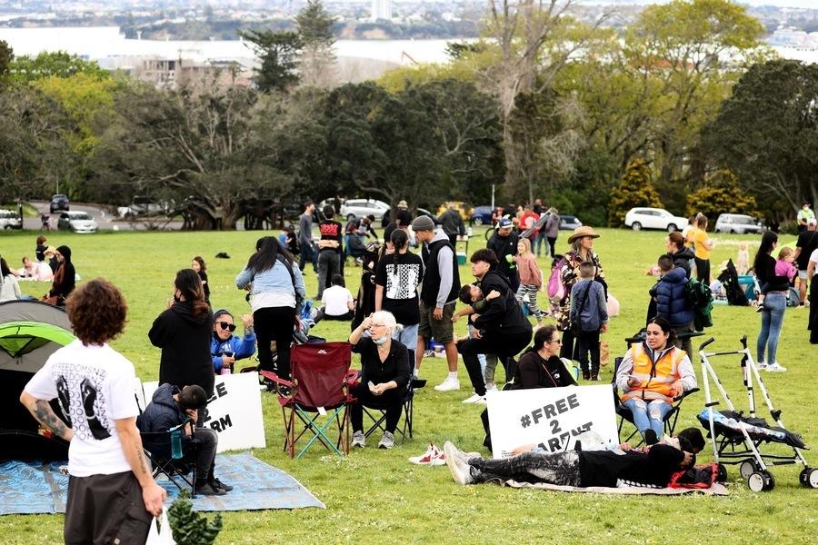 紐西蘭數千人集會抗議封鎖 警方一旁觀望