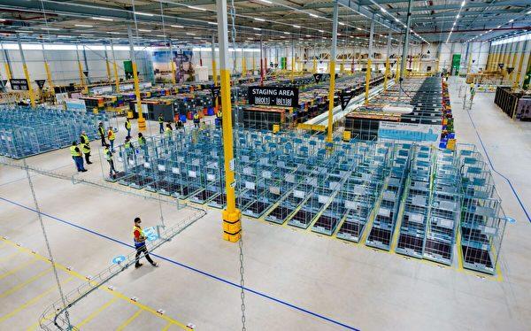 2021年7月13日,亞馬遜在荷蘭羅森堡-史基浦(Rozenburg-Schiphol)新建的配送倉庫。(Marco De Swart/ANP/AFP via Getty Images)