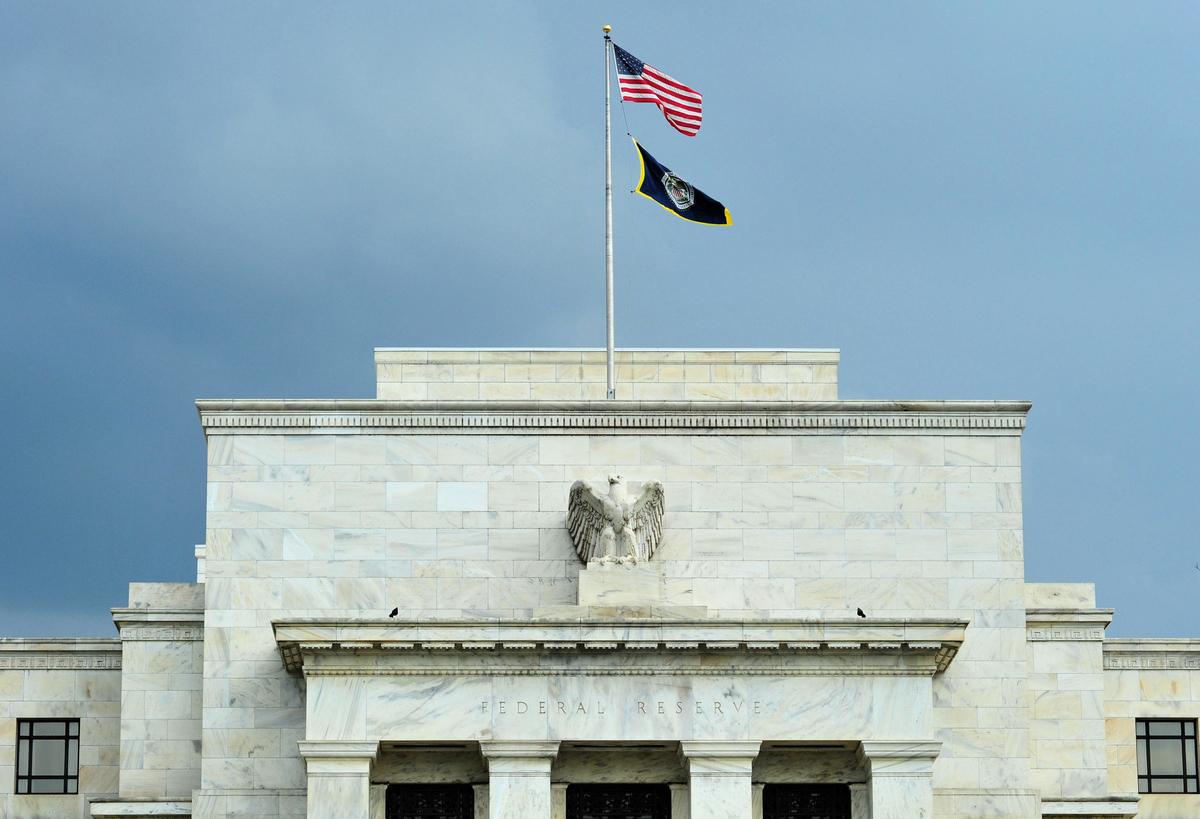 美國聯邦準備理事會(Fed)公佈上個月19日至20日的政策會議記錄顯示,由於全球有三大風險,今年可能維持利率不變。圖為Fed大樓。(AFP)
