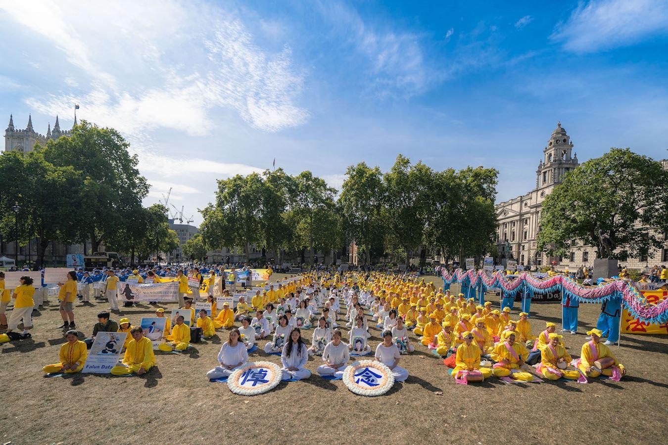 2019年8月30日上午,法輪功學員在英議會廣場集會,要求中共立即停止長達20年的殘酷迫害。(明慧網)