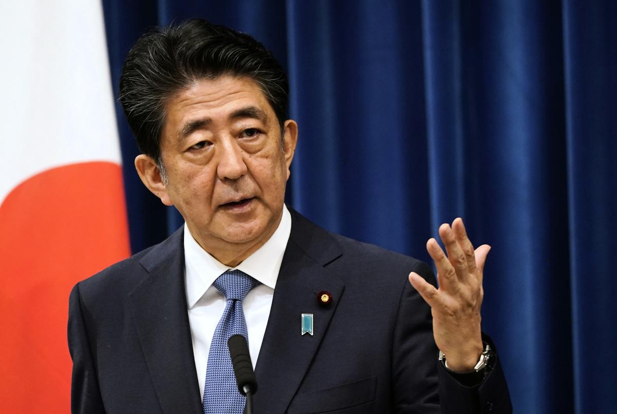 日本首相安倍晉三(Shinzo Abe)2020年8月28日宣佈,因健康原因,他決定辭職。(FRANCK ROBICHON/POOL/AFP via Getty Images)