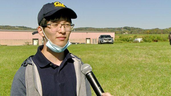本(Ben Luo)是加州大學伯克利分校的大四學生。目前人在賓州的他,在為特朗普競選活動拉票。(李臻媛/大紀元)
