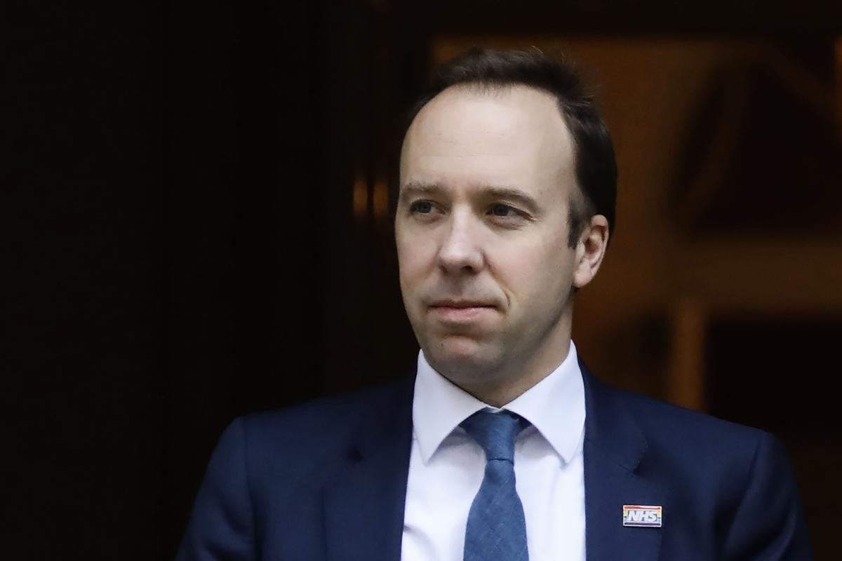 圖為英國衛生大臣夏國賢(Matt Hancock)。(攝於2020年3月25日)(TOLGA AKMEN/AFP via Getty Images)