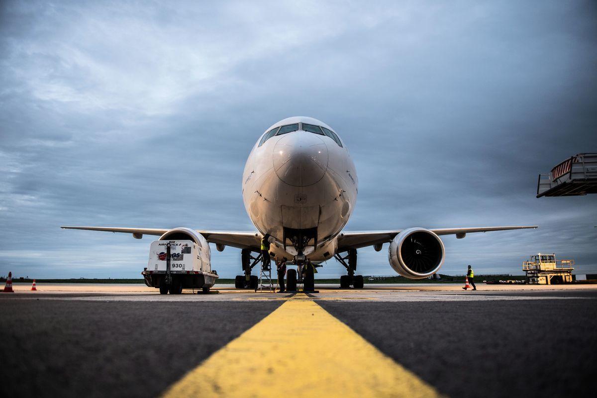 一架波音777飛機,圖為示意與本文無關。(MARTIN BUREAU/AFP via Getty Images)