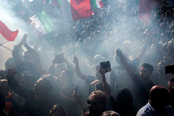 羅馬萬人示威抗議疫苗令 與警察發生衝突