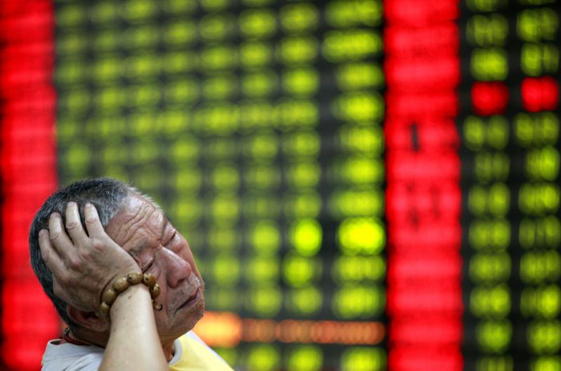 2020年8月11日,大陸股市三大股指齊跌超過1%。(AFP)