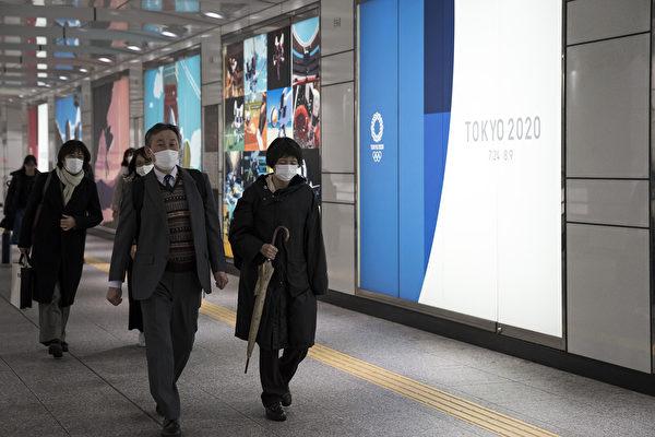 2020年2月26日,戴著口罩的日本行人。(Tomohiro Ohsumi/Getty Images)