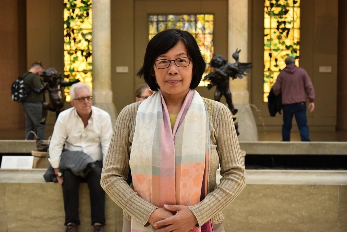 新唐人油畫大賽專案經理、藝術史專欄作家謝春華。(趙芬妮/大紀元)