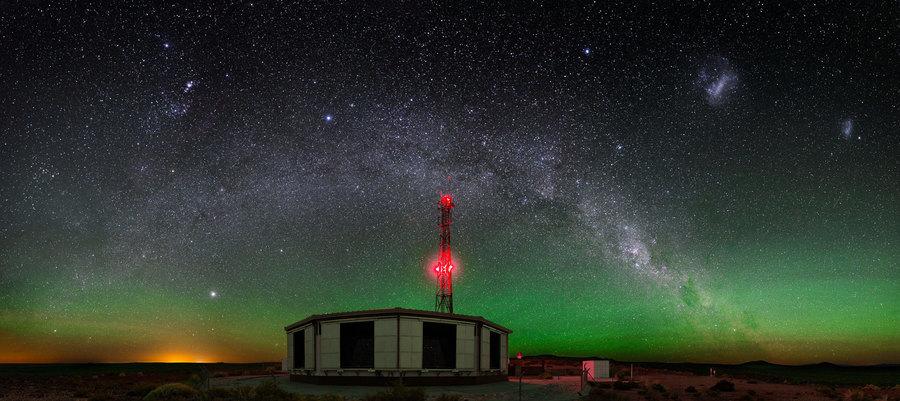 研究:超高能宇宙射線能譜出現奇特拐點