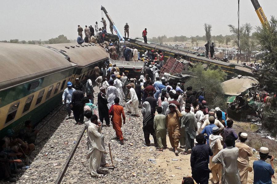 巴基斯坦南部兩列車相撞 至少45死