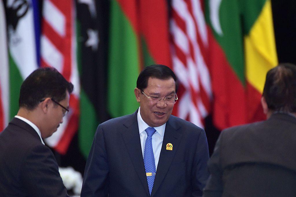 11月19日(星期一)柬埔寨首相洪森再次表示, 柬埔寨境內永遠不會有外國的軍事基地。 (ADEK BERRY/AFP/Getty Images)