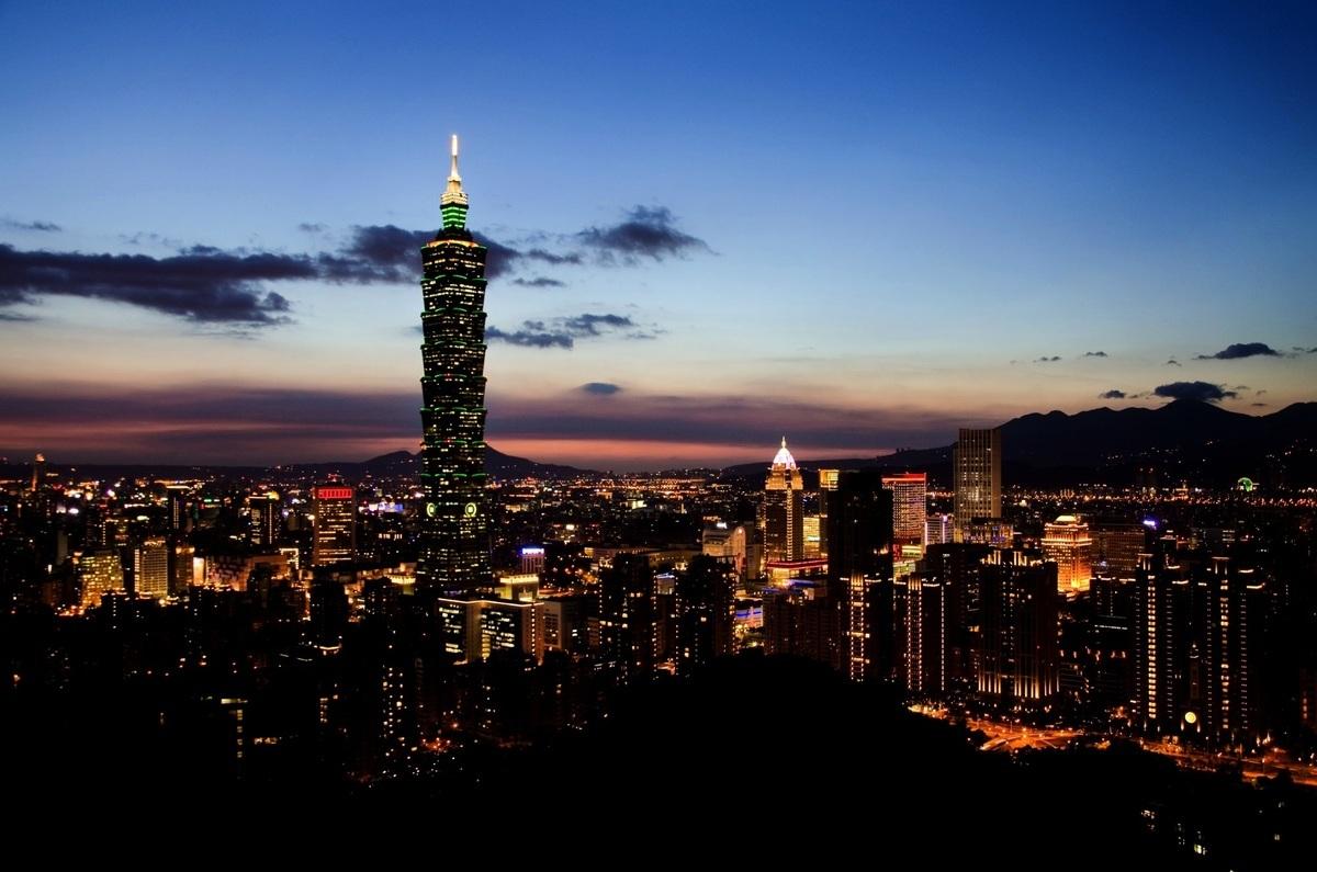 中華民國總統蔡英文日前對台灣商界大亨說,她的政府計劃繼續採取讓台灣經濟更開放和自由化的措施,讓台灣成為亞洲金融中心。台北101大樓,資料照。(pixabay)