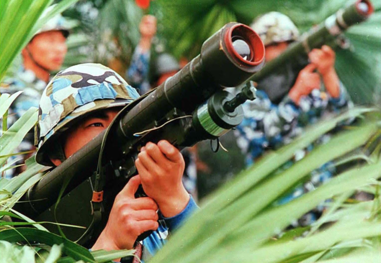《大紀元》近期獲得的內蒙古內部文件,洩露了不少中共軍事機密。圖為1996年中共在福建演習地對空導彈。(CNS/AFP/Getty Images)