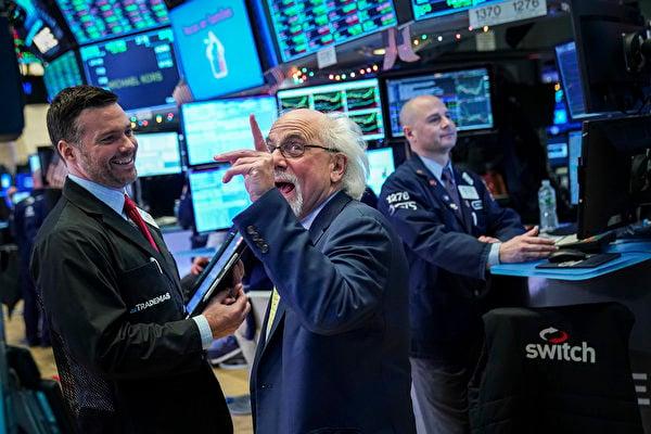 美國總統特朗普任職第三年的股市表現比大多數總統都要好。圖為美國紐約股票交易所。(Drew Angerer/Getty Images)