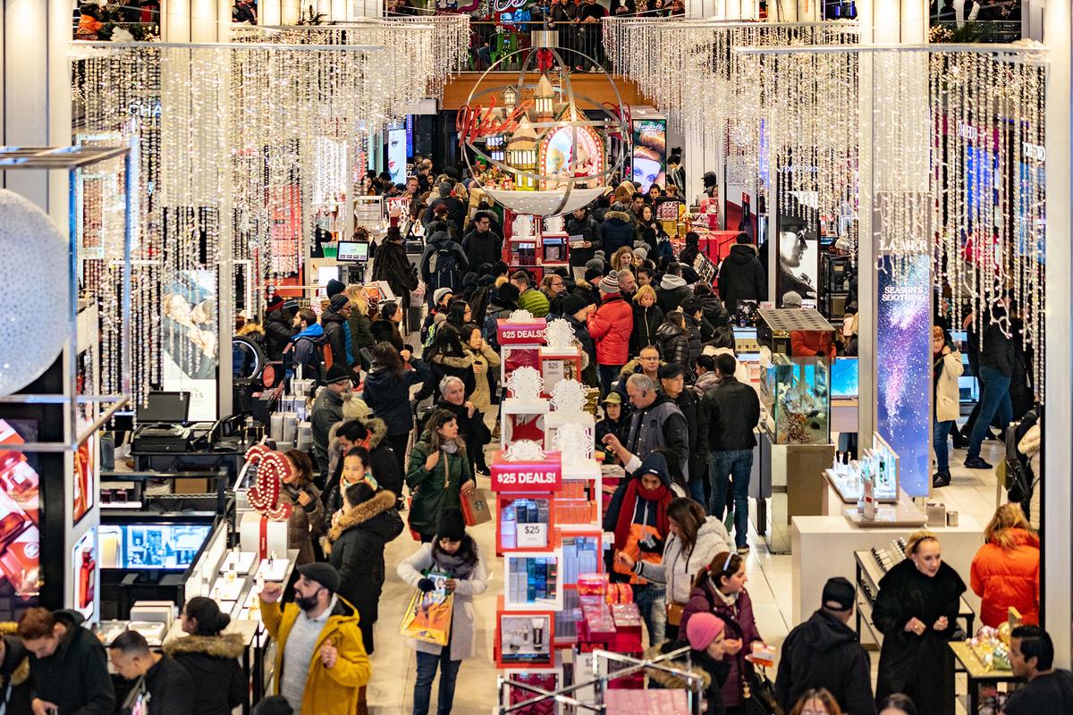 在特朗普政府的大幅減稅的刺激下,美國經濟一枝獨秀,感恩節期間的消費強勁。(David Dee Delgado/Getty Images)