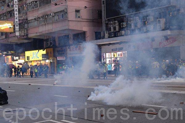 港警維園放催淚彈 拘捕3名議員候選人
