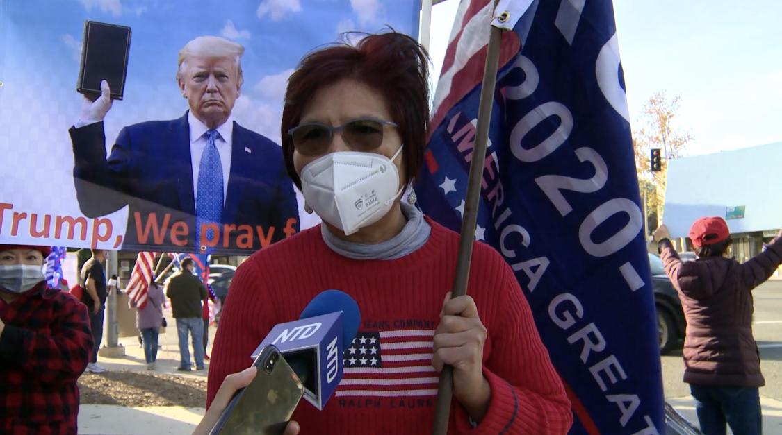 來自中國的早年留學生崔女士說,如果不制止左派竊取選舉,美國這個共和國家將不會再存在,因此當前是一場緊急的「護憲運動」。 (姜琳達/大紀元)