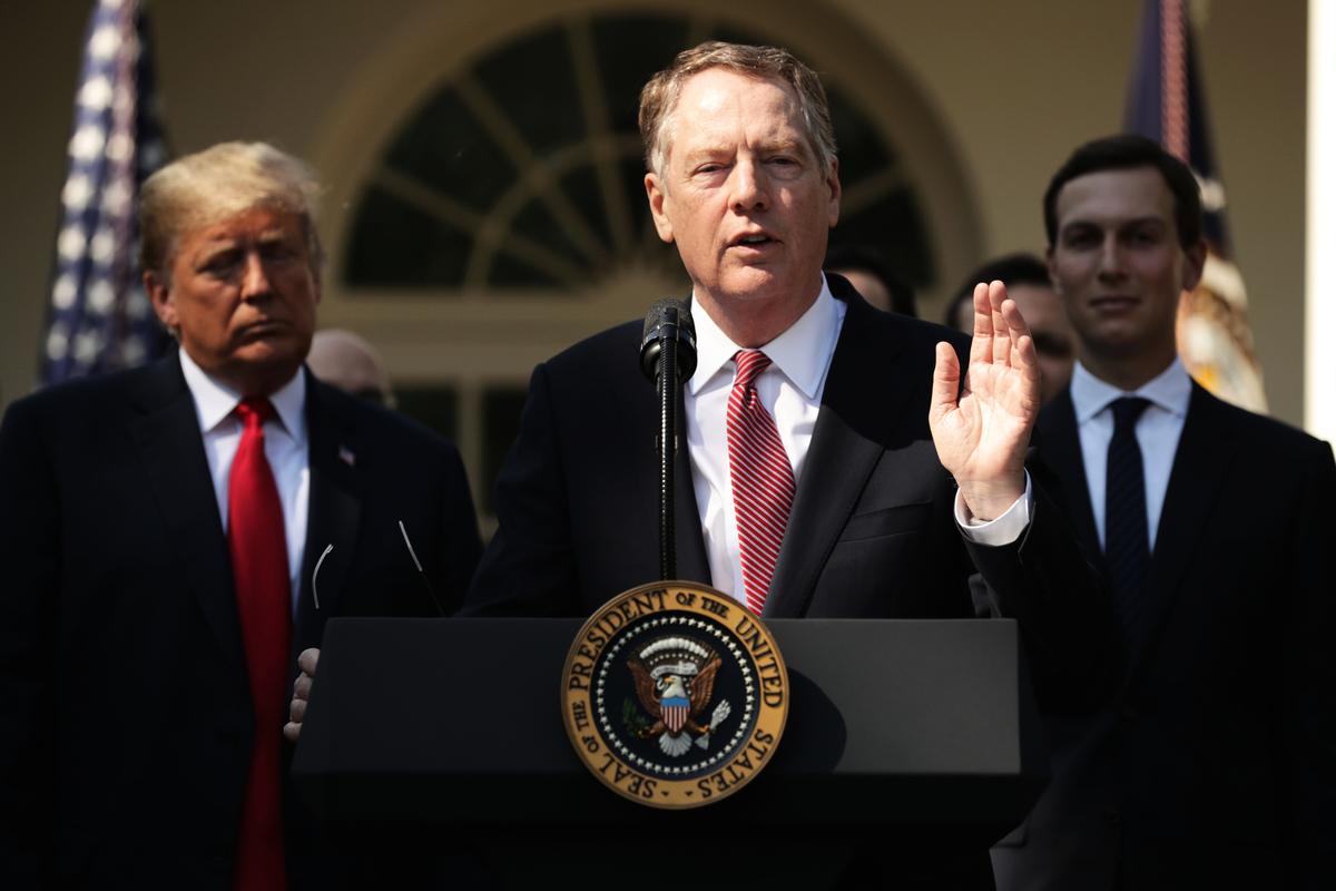 美國貿易代表萊特希澤(中)作風強悍,談判精明,被特朗普授與美中貿易談判重任。(Chip Somodevilla/Getty Images)